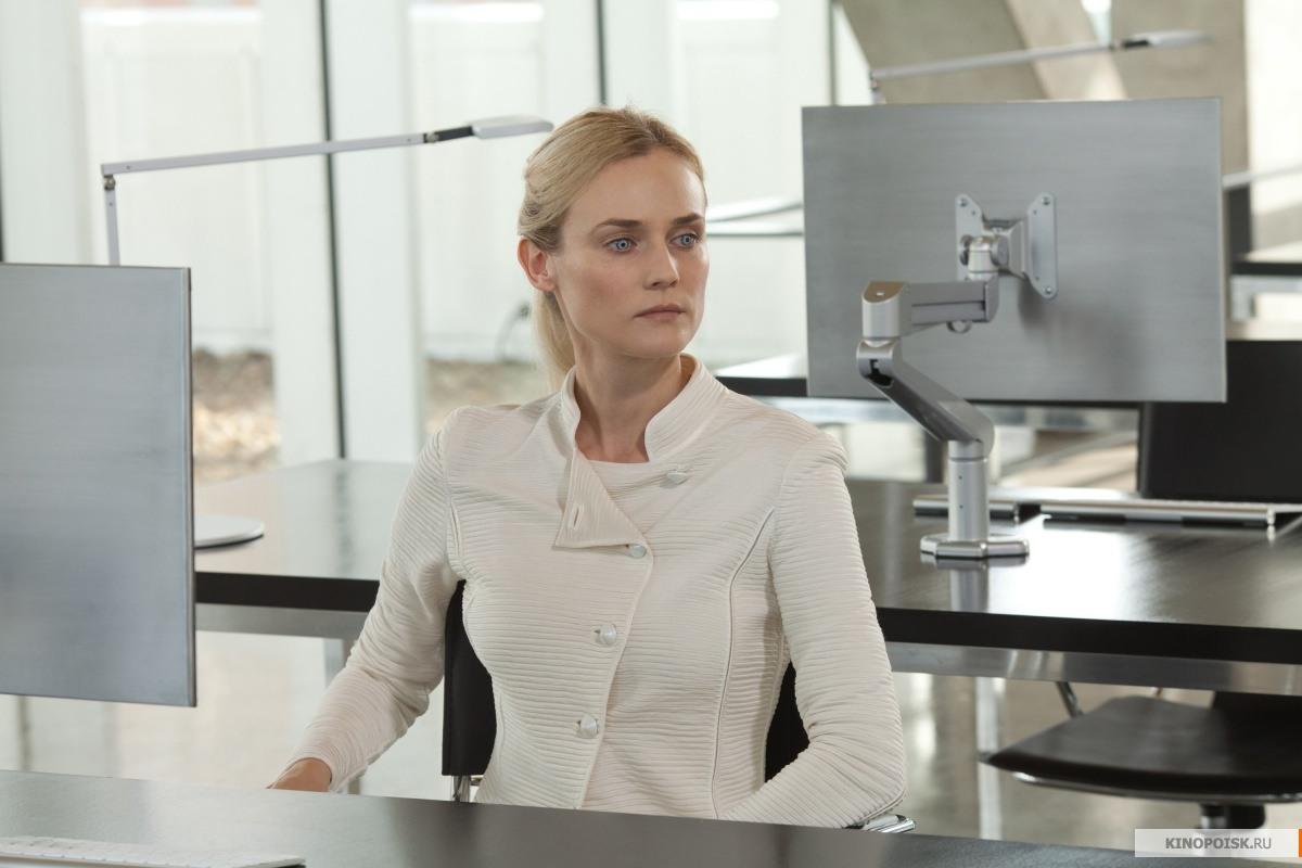 Кадр из фильма Гостья, 2013 год (01)