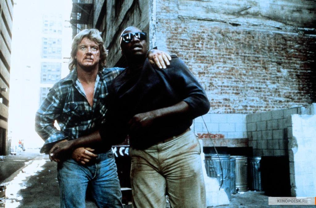 Кадр из фильма Они живут (Чужие среди нас), 1988 год (02)