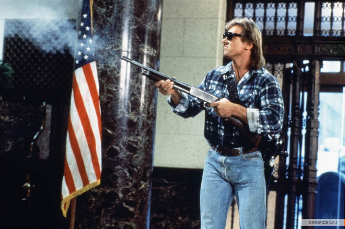 Кадр из фильма Они живут (Чужие среди нас), 1988 год (07)