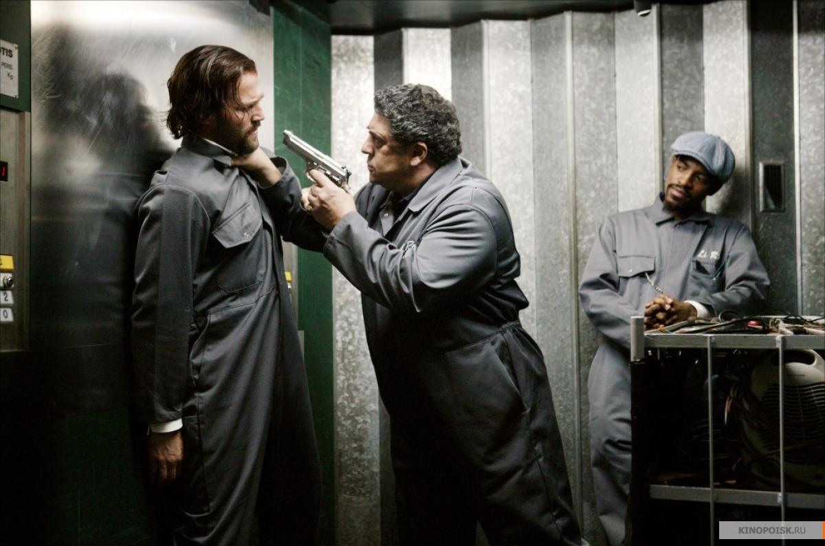 Кадр из фильма Револьвер, 2005 год (06)