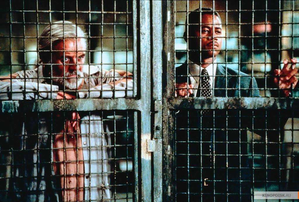 Кадр из фильма Инстинкт, 1999 год (12)