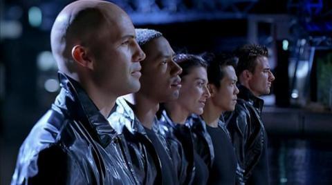 Кадр из фильма Непобедимый, 2001 год (01)