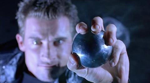 Кадр из фильма Непобедимый, 2001 год (03)