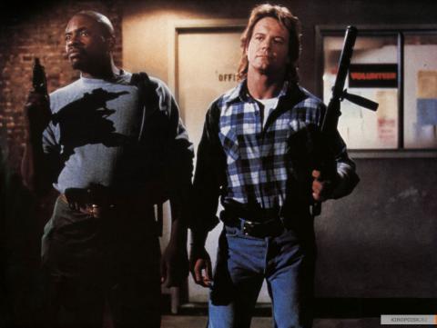 Кадр из фильма Они живут (Чужие среди нас), 1988 год (10)