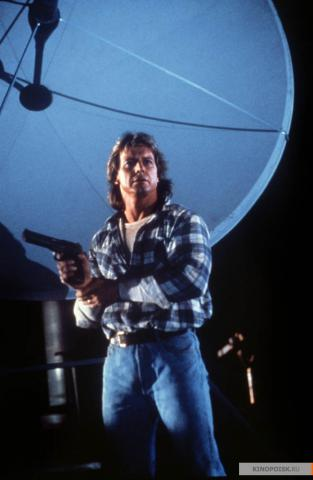 Кадр из фильма Они живут (Чужие среди нас), 1988 год (12)