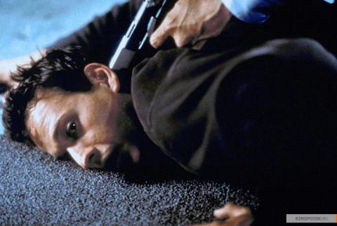 Кадр из фильма Перекрёсток миров, 1997 год (08)