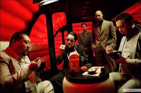 Кадр из фильма Револьвер, 2005 год (11)