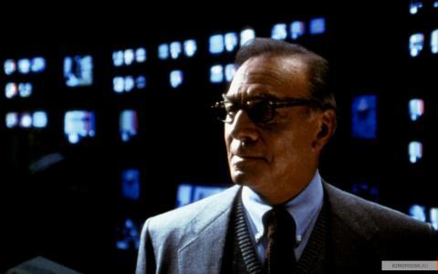 Кадр из фильма Свой человек, 1999 год (09)