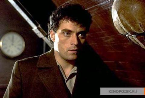 Кадр из фильма Тёмный город, 1998 год (08)