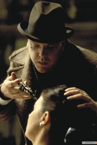 Кадр из фильма Тёмный город, 1998 год (11)