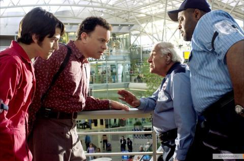 Кадр из фильма Терминал, 2004 год (02)