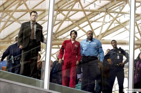 Кадр из фильма Терминал, 2004 год (06)