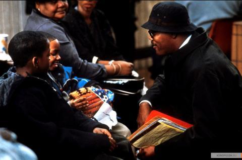 Кадр из фильма В чужом ряду, 2002 год (12)