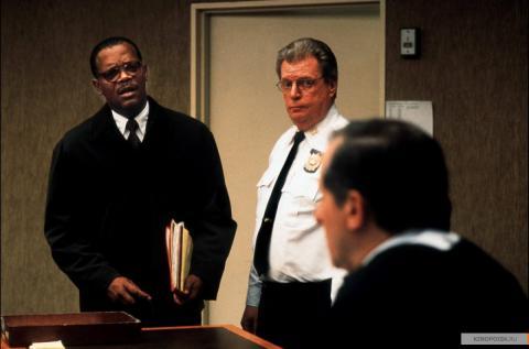 Кадр из фильма В чужом ряду, 2002 год (13)