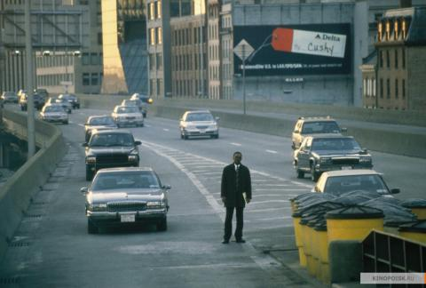 Кадр из фильма В чужом ряду, 2002 год (15)