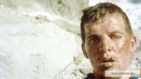 Кадр из фильма Касаясь пустоты, 2003 год (07)