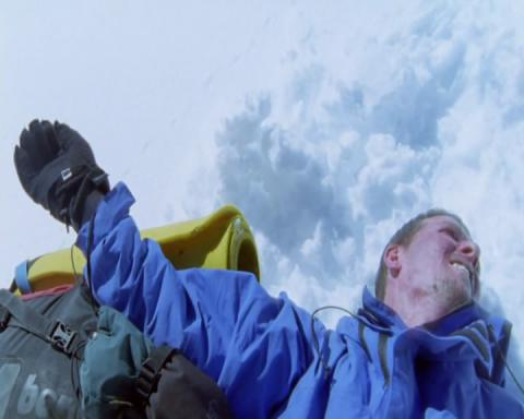 Кадр из фильма Касаясь пустоты, 2003 год (12)