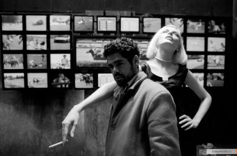 Кадр из фильма Ангел-А, 2005 год (06)