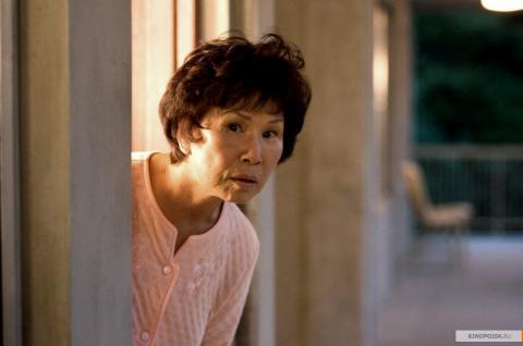 Кадр из фильма Девушка из воды, 2006 год (01)