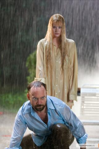 Кадр из фильма Девушка из воды, 2006 год (09)