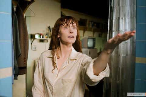 Кадр из фильма Девушка из воды, 2006 год (10)