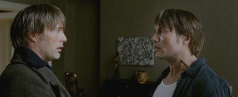 Кадр из фильма Дверь, 2009 год (05)