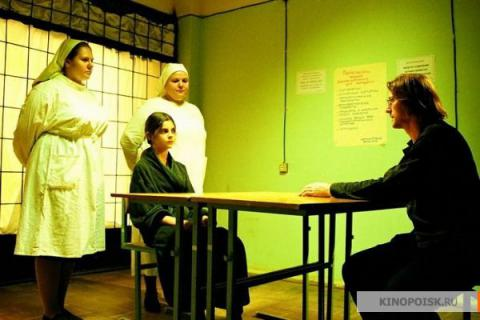 Кадр из фильма Гадкие лебеди, 2006 год (03)