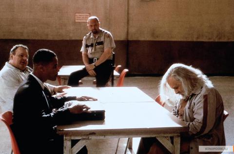 Кадр из фильма Инстинкт, 1999 год (02)