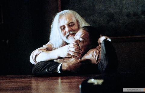 Кадр из фильма Инстинкт, 1999 год (03)