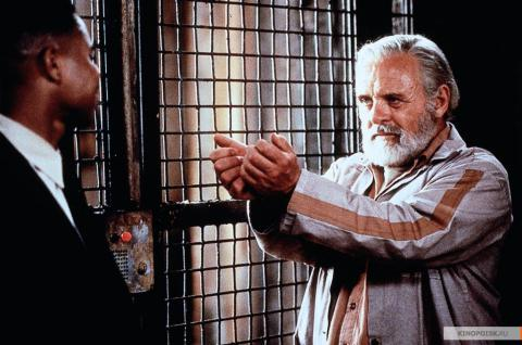 Кадр из фильма Инстинкт, 1999 год (04)