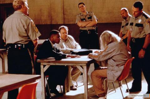 Кадр из фильма Инстинкт, 1999 год (17)
