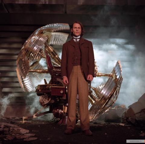 Кадр из фильма Машина времени, 2002 год (03)