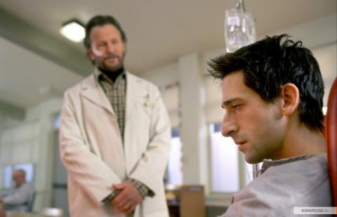 Кадр из фильма Пиджак, 2004 год (10)
