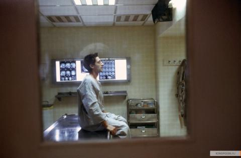 Кадр из фильма Пиджак, 2004 год (11)