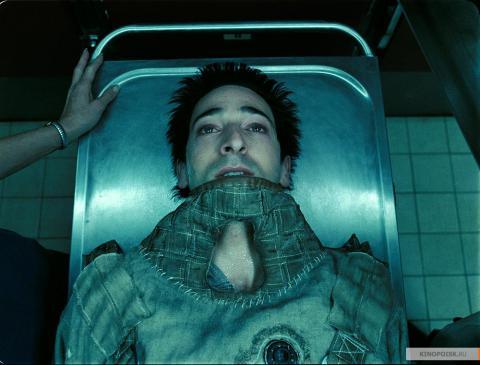 Кадр из фильма Пиджак, 2004 год (15)